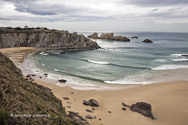 Playa de Covachos (Santa Cruz de Bezana, Cantabria)