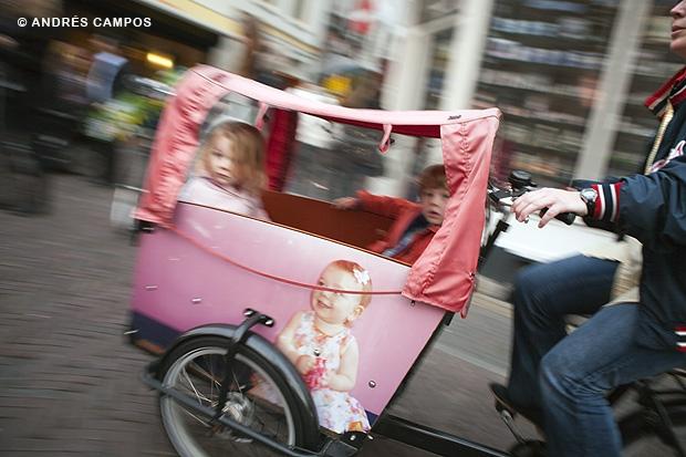 Bicicleta con niños en Utrecht (Holanda)